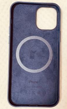 iPhone12・iPhone12 Pro Apple純正レザーケース ディープバイオレットのレビュー2.png